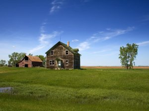 north_dakota_abandoned_farmhouse